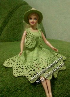 Pretty in light green dress for Barbie with diagram.
