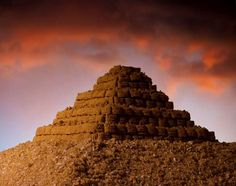 """In his ongoing series entitled Cerialism, photographer Ernie Button has created a secret world of miniature landscapes made from various brands of cereal. """"Great Pyramid of Oatmeal Squares"""" Photography Series, Photography Projects, Oatmeal Squares, The Secret World, Most Delicious Recipe, Breakfast Cereal, Tasty Dishes, Food Art, Blog"""