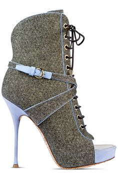 John Galliano - Resort Shoes - 2014 If only I could afford them Cute Shoes, Me Too Shoes, Heeled Boots, Bootie Boots, Zapatos Shoes, Shoes 2014, Christian Louboutin, Hot Heels, Gucci