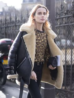 See the Best Street Style From All of Paris Fashion Week (con imágenes) Winter Fashion Outfits, Fashion Week, Paris Fashion, Trendy Outfits, Fashion Models, Autumn Fashion, Womens Fashion, Looks Street Style, Autumn Street Style