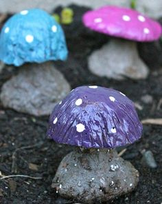 DIY Garden Trinkets • A round-up full of great ideas and tutorials! Including, from 'crown hill', how to make these lovely diy concrete mushrooms.
