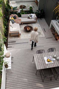 The fabulously frugal guide to building your own deck - mirrored back wall in small yard #buildyourowndeck