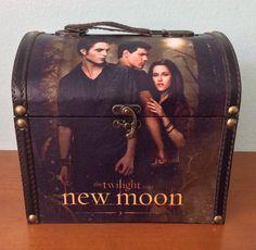 Twilight New Moon Saga NECA Wooden Jewelry Box Caring Case Purse Treasure Chest