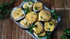 Le melanzane gratinate ai formaggi sono un contorno sfizioso adatto ad accompagnare un secondo piatto semplice. Croccanti e filanti piaceranno a tutti.