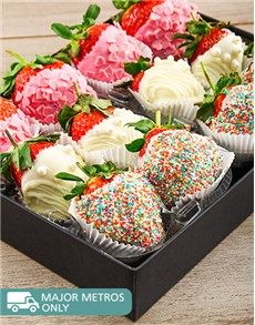 Cakes and Cupcakes - Dipped Strawberries: Bling Combo Box!