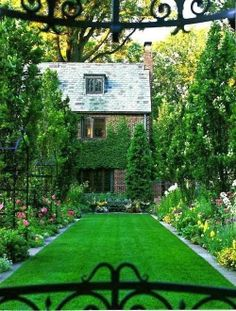 Beautiful Backyard - WOW! - JUST AS THOUGH IT HAS BEEN TAKEN STRAIGHT OUT OF A FAIRY- TALE OUI! - IT IS JUST BEYOND PERFECTION.