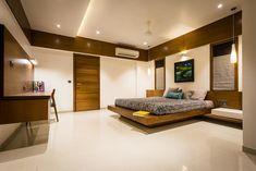 Chandresh bhai interiors modern style bedroom by vipul patel architects modern Luxury Living Room Design, Bedroom False Ceiling Design, Modern Bedroom Interior, Ceiling Design Bedroom, Apartment Design, Aesthetic Bedroom, Simple Bedroom Design, Bedroom Furniture Design, Modern Style Bedroom