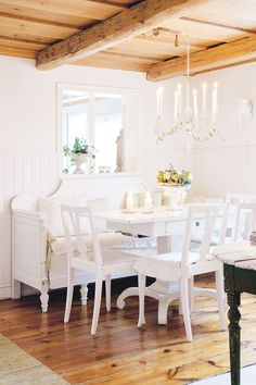 Cottage decor: Dining room   Jessica and Henry Jowilin via Period Living
