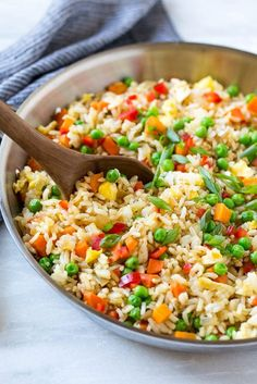 This recipe for veggie fried rice is chock full of colorful veggies and is ready in just 20 minutes! This vegetarian fried rice is the perfect quick and easy side dish that the whole family Vegetarian Rice Recipes, Vegetarian Fried Rice, Veggie Fried Rice, Healthy Recipes, Healthy Cooking, Chicken Salad Recipes, Pasta Recipes, Dinner Recipes, Steak Recipes