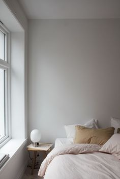 Home Interior Salas Minimalist bedroom in beige and blush tones.Home Interior Salas Minimalist bedroom in beige and blush tones Home Decor Styles, Home Decor Accessories, Cheap Home Decor, Bedroom Decor On A Budget, Living Room Decor, Bedroom Ideas, Teen Bedroom, Master Bedroom, Cosy Bedroom