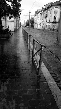 Bordeaux sous la pluie .