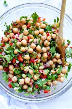 This easy Mediterranean chickpea salad is infused with flavor thanks to a heaping helping of fresh herbs and a garlicky lemon dressing. Chickpea Salad Recipes, Vegetarian Recipes, Cooking Recipes, Healthy Recipes, Arugula Recipes, Chickpea Cakes, Garbanzo Bean Recipes, Chickpea Brownies, Chickpea Soup