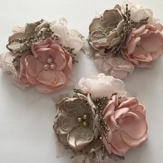 This beautiful pin corsage comes with three flowers in blushes and champagnes. - This beautiful pin corsage comes with three flowers in blushes and champagnes. Two open flowers are - Cloth Flowers, Satin Flowers, Felt Flowers, Diy Flowers, Origami Flowers, Fabric Flower Pins, Fabric Flower Brooch, Fabric Flower Tutorial, Ribbon Flower