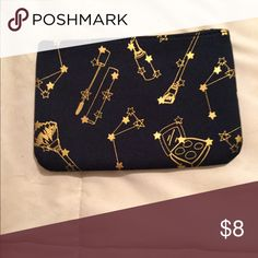 💄 MAKEUP BAG This tiny adorable makeup bag is perfect to use in a purse with a few items for touch ups or to hide those lady products 😉. Bundle and save 10%! Reasonable offers accepted! Bags Cosmetic Bags & Cases