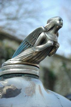 Mascotte Benjamin : Bouchon de radiateur : les plus belles mascottes automobiles - Linternaute