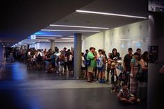 United's shot of their autograph line.