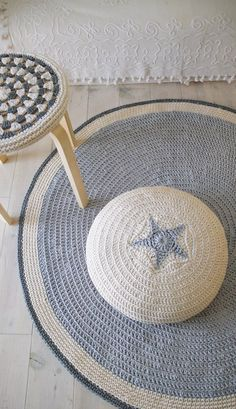 Although this Etsy listing was for the crocheted stool cover, I was also taken with the crochet mat and poufe! Lovely work bylacasadecoto...