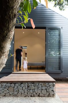 Glass Link House - can't wait to create our own glass link master/ensuite on our New Zealand character bungalow. Weatherboard House, Casa Patio, Exterior Cladding, Shed Homes, Garden Studio, Architecture Details, Tiny House, Exterior Design, Black Exterior