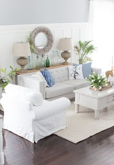 Beach style living! Liked @ www.homescapes-sd.com #white #living #room