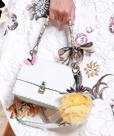 Fendi Spring 2017 Ready-to-Wear Accessories Photos - Vogue Fashion Handbags, Fashion Bags, Karl Lagerfeld, Street Style Outfits, Sacs Design, Use E Abuse, Bags 2017, Plaid Fashion, Milan Fashion