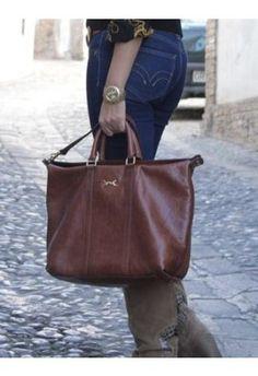 Bolso Marrón suave bimba y lola | Otoño-Invierno 2012 Bags, Fashion, Brown Handbags, Fall Winter, Purses, Moda, Fashion Styles, Taschen, Totes