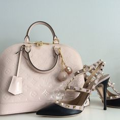 LV & Valentino Lv Handbags, Handbags Online, Louis Vuitton Handbags, Designer Handbags, Designer Bags, Bling Bling, Valentino, Vogue, Fashion Lookbook