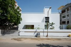 A Quiet House in Urban Chaos by SAK Designs (1)
