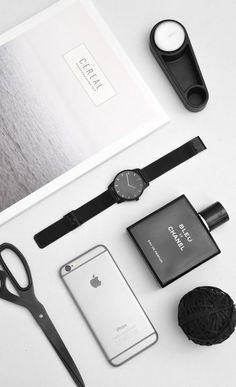 Minimalist Essentials | Our Theory Of Watch in matte black with mesh strap | Get 10% off with discount code: matthijskok