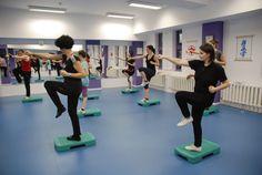 Cursuri Step Aerobic Sibiu - Tae Bo Mix Tae Bo, Aerobics, Basketball Court, Gym, Gym Room