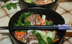 soupe de nouilles udon aux protéines de soja texturées et au bok choy