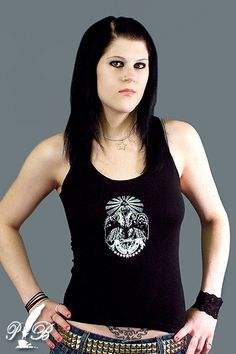 Morgan Lander es la cantante y guitarrista del grupo de alternative metal canadiense Kittie.