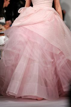 Pink dress / gown with layers of tulle, Oscar de la Renta NYFW Fall 2012 rtw Pink Love, Pretty In Pink, Pale Pink, Beautiful Gowns, Beautiful Outfits, Beautiful Bride, Mode Rose, Look Vintage, Everything Pink
