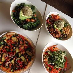 Saturday Night Early Dinner! #saturdaynight #saturday #dinner #dinnerdate #healthy #healthyeating #pizza #glutenfree #salad #bowl #vegan #organic #plantbased by spicetea