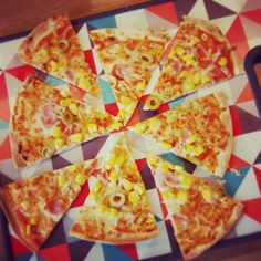 Tortilla pizza recipe Tortilla Pizza, Best Casual Outfits, Fast And Furious, Hawaiian Pizza, Pizza Recipes, Family Meals, Tableware, Easy, Food