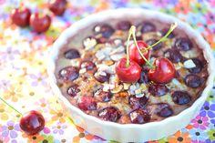 CLAFOUTIS DE CERISE TOUT COCO  Mai, Juin, le temps des cerises.  Bien sûr, on les croque dans l'arbre ou chipées dans le compotier et bien sûr, on en fait des clafoutis.  Celui-ci est totalement à base de coco : lait, sucre, … Il est donc naturellement sans gluten, ni caséine de lait.  Le sucre de coco a un petit goût réglissé et caramélisé qui s'accorde particulièrement bien à la saveur des cerises cuites.