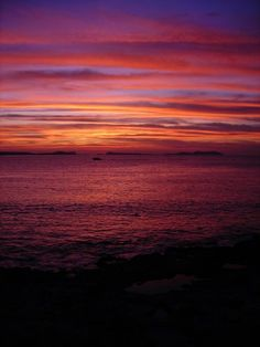 Get great recommendations, find things to do and places to visit on your holiday. Sunset Color Palette, Sunset Colors, Beautiful Landscapes, Beautiful Images, Ibiza Sunset, Ibiza Formentera, World View, Out Of This World, Sunrise