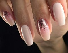 Light pink nails with glitter - Miladies.net