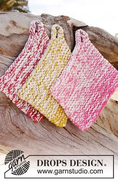 It doesn't get easier than these garter stitch pot holders by DROPS Design.