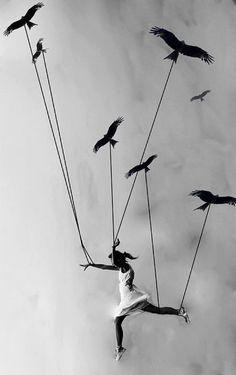 Aşk, varlığında, yokluğunda belli olur  Egemenlik, varlığında, yokluğunda belli olur  Bir özgürlük var, sularca, havalarca olağan  Varlığında değil, yokluğunda belli olur.  #ÖzdemirAsaf