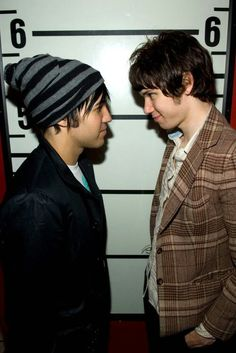 Oh Pete. You so small. #ryanross #petewentz