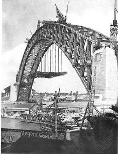 Construction of the Sydney Harbour Bridge in 1930 - Australia. Harbor Bridge, Sydney Harbour Bridge, Old Pictures, Old Photos, Vintage Photos, Australian People, Bridge Construction, Sydney City, Historical Images
