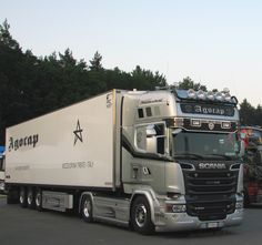 Scania lorry/truck by Jan Dębski on https://flickr.com/photos/84741364@N05/14694818892/