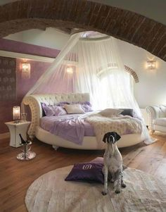 Are you looking for purple bedroom design concepts? Yup, as we already know, you can't never go wrong with purple. Pleased and regal, or soft and wonderful, the variety of purple tones is incomparable. Check out these purple bedroom ideas! Dream Rooms, Dream Bedroom, Home Bedroom, Modern Bedroom, Girls Bedroom, Bedroom Decor, Bedroom Ideas, Design Bedroom, Bed Ideas