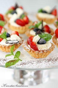 Mini tartaletki z owocami   Kwestia Smaku Polish Recipes, No Bake Desserts, Donuts, Cheesecake, Deserts, Good Food, Cooking Recipes, Favorite Recipes, Sweets