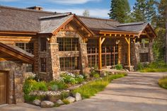 Luxury vacation lodge in Wyoming: Phillips Ridge