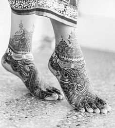 Intricate bridal henna Check out more desings at: https://www.mehndiequalshenna.com/ #BridalHenna