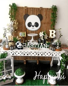 oh my gosh this panda party is so cute! -See more Panda Party ideas on B. Lovely Events