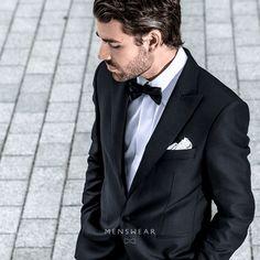 Bli bryllupsklar hos Menswear!  Hos oss får du god hjelp til å finne den riktige smokingen med alt tilbehør. Leveringstid fra prøving er normalt 4-5 dager.  Smoking fra Viero Milano (jakke + bukse), kr. 4.995,-  http://menswear.no/dress/smoking-oslo/ #menswear_no #menswear #mensfashion #oslo #bogstadveien #lysaker #tjuvholmen #hegdehaugsveien #dresser #suit #suitup #wool #tuxedo #smoking #skjorte #sløyfe#ull #dress