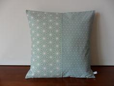 Housse de coussin pastel, harmonie entre bleu et vert : Textiles et tapis par michka-feemainpassionnement