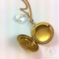 Vintage etched flower locket with quartz drop necklace - Thumbnail 1 Drop Necklace, Quartz, Personalized Items, Flower, Vintage, Vintage Comics, Flowers